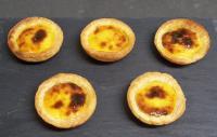Réalisation des Pasteis de Nata, spécialité du Portugal à la Pâtisserie Noni Nona.