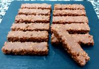 Réalisations des barres chocolatée au riz soufflé, à la Pâtisserie Noni Nona.