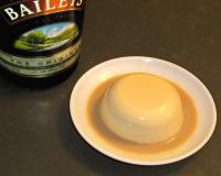 Réalisation de la panna cotta caramel au Baileys, à la Pâtisserie Noni Nona.