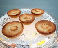 Réalisation des mini apple pies, à la Pâtisserie Noni Nona, dear customers!