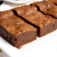 Réalisation du brownie au chocolat noir, à la Pâtisserie Noni Nona: