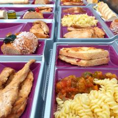 Réalisations de plats chaud, sandwichs, snacking, préparés par notre équipe.