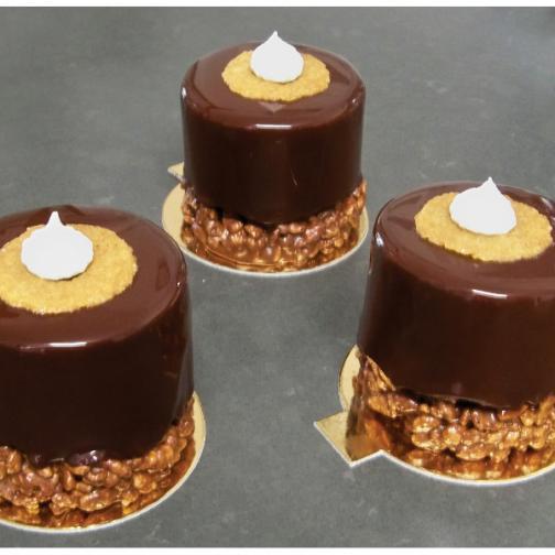 Entremets individuels: Mousses aux fruits, mousses chocolat, inserts, biscuits...